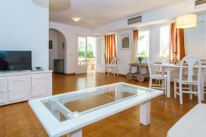 Menorca Villa Fenicia, Виллы  Son Parc - big - 38