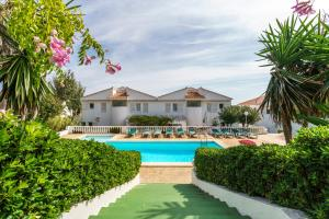 Menorca Villa Fenicia, Виллы  Son Parc - big - 67