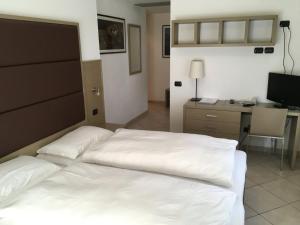 Villa Franca, Hotel  Nago-Torbole - big - 39