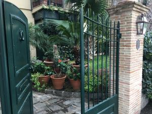 Terrazza Pavone, Apartmány  Aci Castello - big - 9