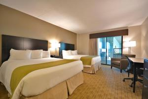 Queen Room with Two Queen Beds with Poolside - Non-Smoking