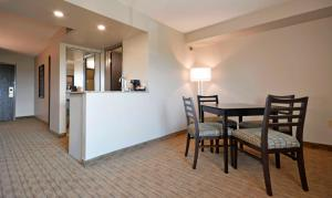 Queen suite with Kitchenette - Non-Smoking