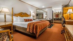 King Room with Spa Bath - Lake View