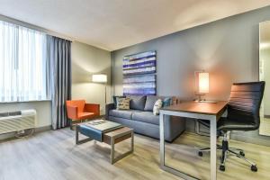 Radisson Suites Hotel Toronto Airport, Szállodák  Toronto - big - 10