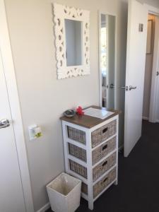 Kiwi House Waiheke, Bed & Breakfast  Oneroa - big - 8
