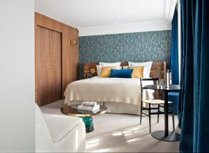Junior Suite with Swimming Pool & Spa Access