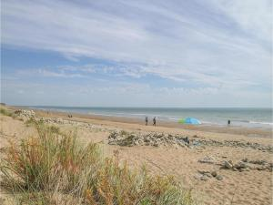 Two-Bedroom Holiday Home in La Tranche sur Mer, Ferienhäuser  La Tranche-sur-Mer - big - 12