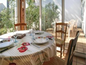 Two-Bedroom Holiday Home in La Tranche sur Mer, Ferienhäuser  La Tranche-sur-Mer - big - 6