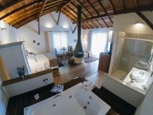 Bungalow with Hot Tub (2 Adults)