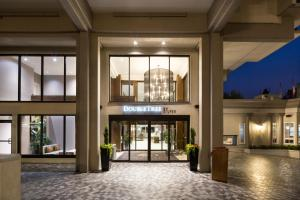 DoubleTree by Hilton Hotel & Suites Victoria, Hotels  Victoria - big - 1