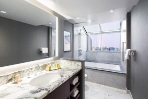 DoubleTree by Hilton Hotel & Suites Victoria, Hotels  Victoria - big - 13
