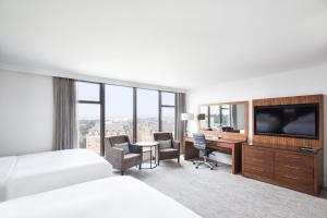 DoubleTree by Hilton Hotel & Suites Victoria, Hotels  Victoria - big - 2