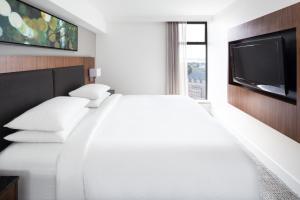 DoubleTree by Hilton Hotel & Suites Victoria, Hotels  Victoria - big - 3