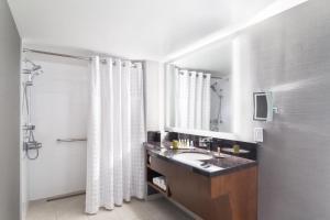 DoubleTree by Hilton Hotel & Suites Victoria, Hotels  Victoria - big - 16