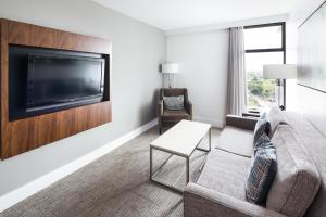 DoubleTree by Hilton Hotel & Suites Victoria, Hotels  Victoria - big - 29