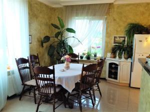 Angela Guest House, Гостевые дома  Чубинское - big - 9