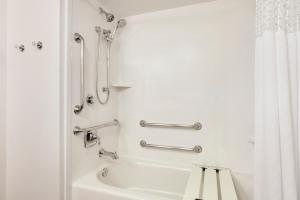 Habitación con bañera - No fumadores - Adaptada para personas de movilidad reducida/con discapacidad auditiva - Cama extragrande