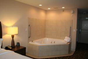 Hilton Garden Inn Charlotte/Concord, Hotels  Concord - big - 27