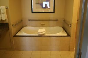 Hilton Garden Inn Charlotte/Concord, Hotels  Concord - big - 10