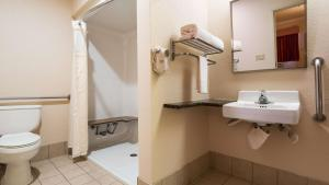 King Room with Roll In Shower - Ground Floor - Disability Access - Non Smoking