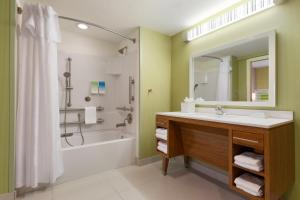 Queen Studio Suite with Two Queen Beds - Mobility Access/Non-Smoking