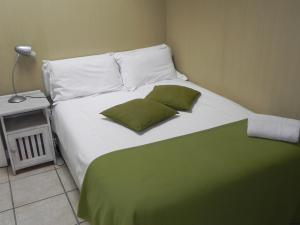 1 Point Village Guesthouse & Holiday Cottages, Apartmanok  Mossel Bay - big - 68