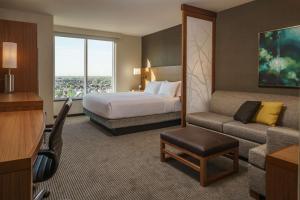 High Floor Queen Room with Sofa Bed