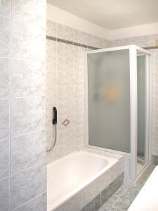 Ciasa Rasom 745W, Apartmány  Vigo di Fassa - big - 5