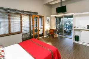 Miles B&B Guest House, Bed & Breakfasts  Oudtshoorn - big - 18