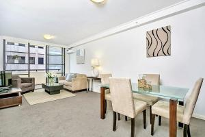 One Bedroom Apartment Napier St I (AX405)