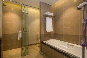 Luxury Apartment - Spacious, Beach Access 2BR, Apartmány  Danang - big - 14