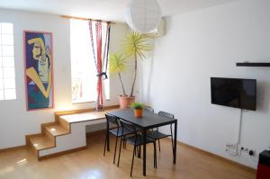 Apartment with Terrace - Pedreres Street 35 (4th Floor, No Lift)
