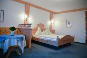 Hotel Restaurant Ferienwohnungen ALPENHOF, Apartmánové hotely  Übersee - big - 27