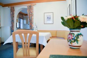 Hotel Restaurant Ferienwohnungen ALPENHOF, Apartmánové hotely  Übersee - big - 8