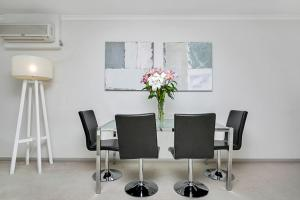 One Bedroom Apartment Atchison Street(L1103), Apartmány  Sydney - big - 5