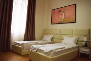 Living Hotel, Hotely  Tirana - big - 12