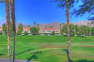 55421 Winged Foot, Prázdninové domy  La Quinta - big - 20