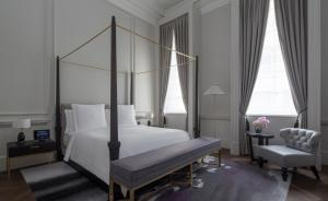 Grand Heritage Suite King Bed