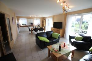 Ferienhaus Seeblick bei Dranske, Holiday homes  Lancken - big - 15