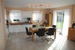 Ferienhaus Seeblick bei Dranske, Holiday homes  Lancken - big - 16