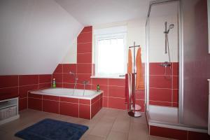 Ferienhaus Seeblick bei Dranske, Dovolenkové domy  Lancken - big - 6