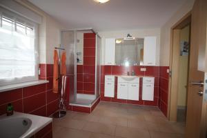 Ferienhaus Seeblick bei Dranske, Holiday homes  Lancken - big - 7