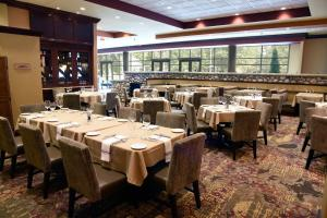 Embassy Suites Charlotte - Concord/Golf Resort & Spa, Hotel  Concord - big - 58