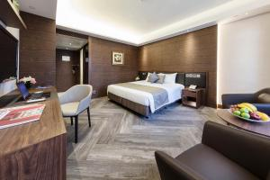 Premier Plus King Room