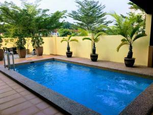 Private Jacuzzi swimming pool house near Legoland