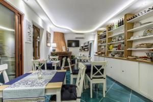 14 Leoni, Bed & Breakfasts  Salerno - big - 41