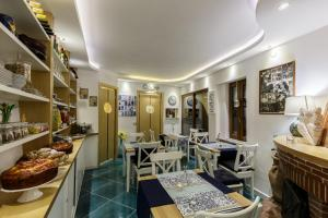 14 Leoni, Bed & Breakfasts  Salerno - big - 64