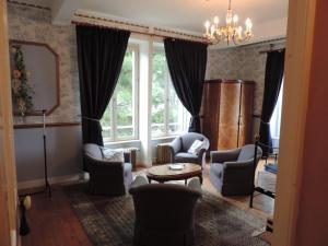 Le Chateau De Montmireil, Ferienhäuser  Canisy - big - 4