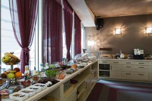 Queen's Hotel, Hotels  Skopje - big - 41