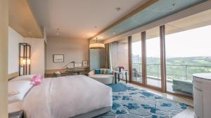 Deluxe Lake View King Room